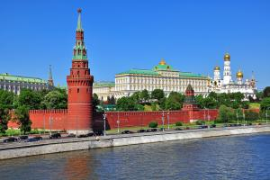 Europe, Russie, Moscou et le centre de la Russie, Moscou, Kremlin, fleuve, église, arbre, architecture, route, voiture,
