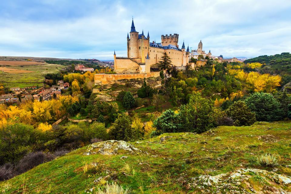 Europe, Espagne, Castille et Leon, Ségovie, château, arbre, village, maison, forêt, rocher,