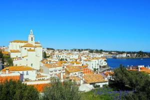 Europe, Espagne, Catalogne, Cap de Creus, Cadaques, église, Sainte Marie, ville, maison, immeuble, mer, église,