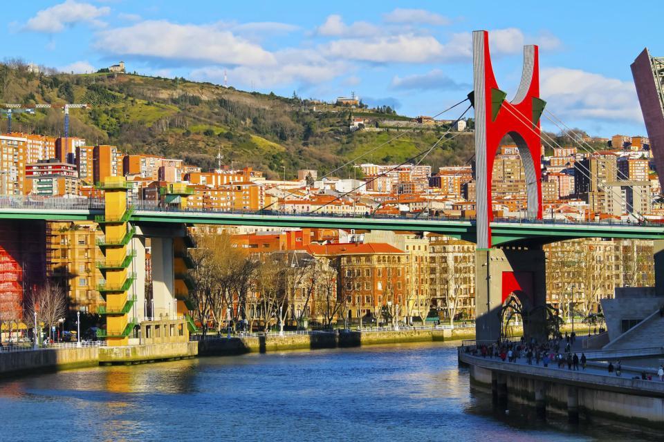 Europe, Espagne, Pays basque, Biscaye, Bilbao, Puente de la Salve, pont, ville, musée, Guggenheim, immeuble, fleuve, rivière, arbre,
