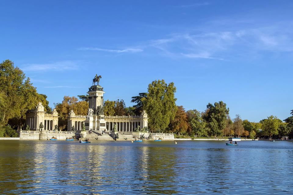 Europe, Espagne, Madrid, parc, El Retiro, lac, barque, arbre, monument, promenade, jardin,
