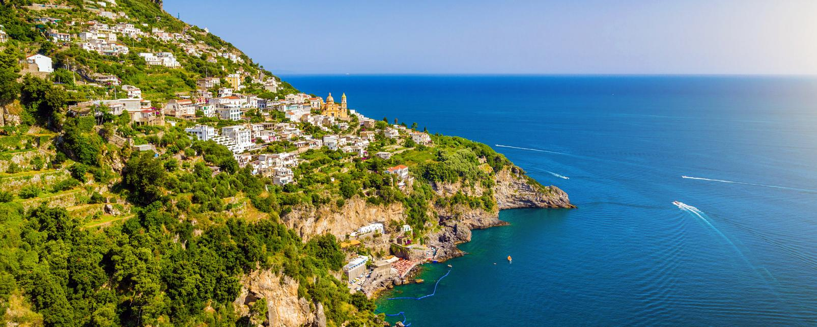 Europe, Italie, Campanie, côte, amalfitaine, Salerne, ville, maison, église, mer, arbre, bateau,