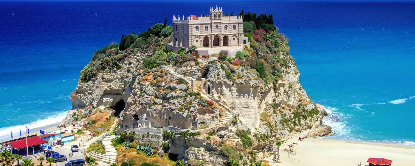 Europe, Italie, Calabre, Tropea, église, plage, mer, religion, arbre,