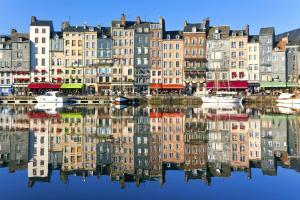 Europe, France, Normandie, Honfleur, port, immeuble, ville, bateau, voilier,