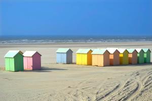 Europe, France, Nord Pas de Calais, Berck, plage, cabine de plage, colorée, mer, baignade, sable,