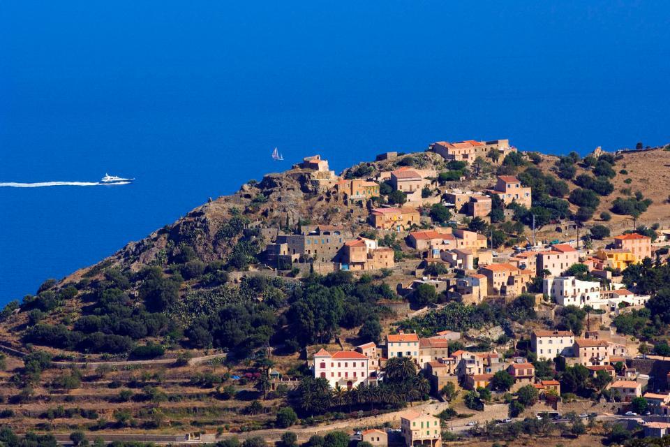 Europe, France, Corse, La Balagne, village, maison, bateau, mer, océan, arbre,