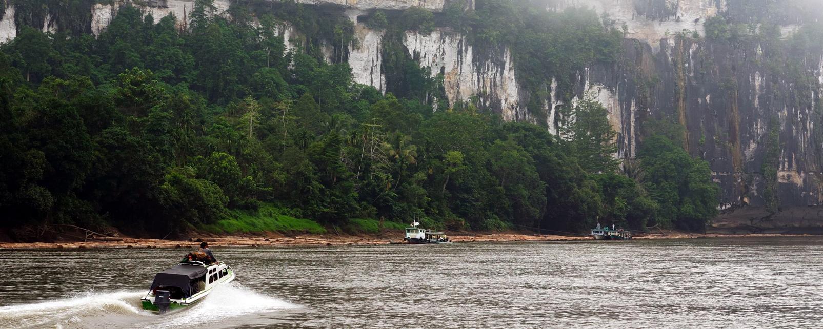 Asie, Indonésie, Kalimantan, Bornéo, fleuve, Mahakam, bateau, montagne,