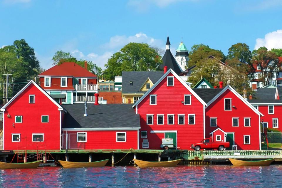 Amérique, Amérique du Nord, Canada, Nouvelle-Ecosse, village, maison, port, barque, église, arbre,