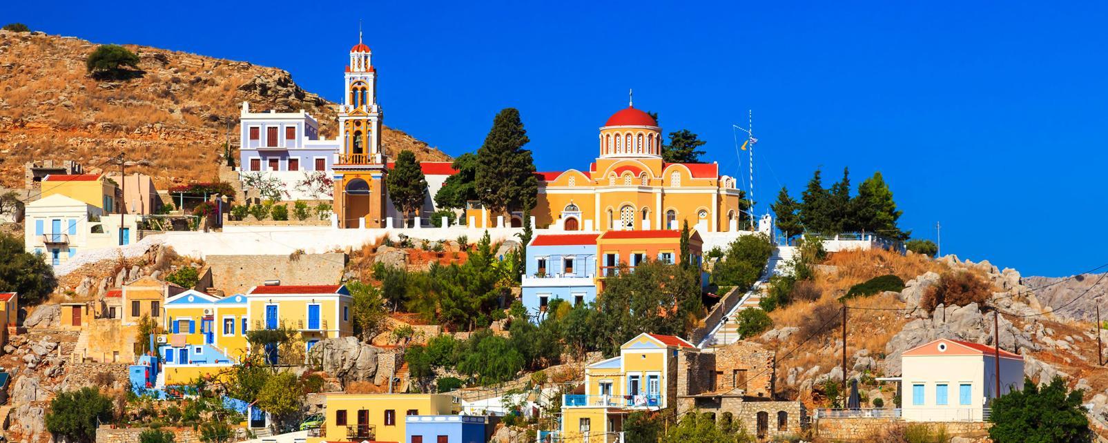 Europe, Grèce, Dodécanèse, Symi, ville, maisons colorées, barques, église, mer, arbre,