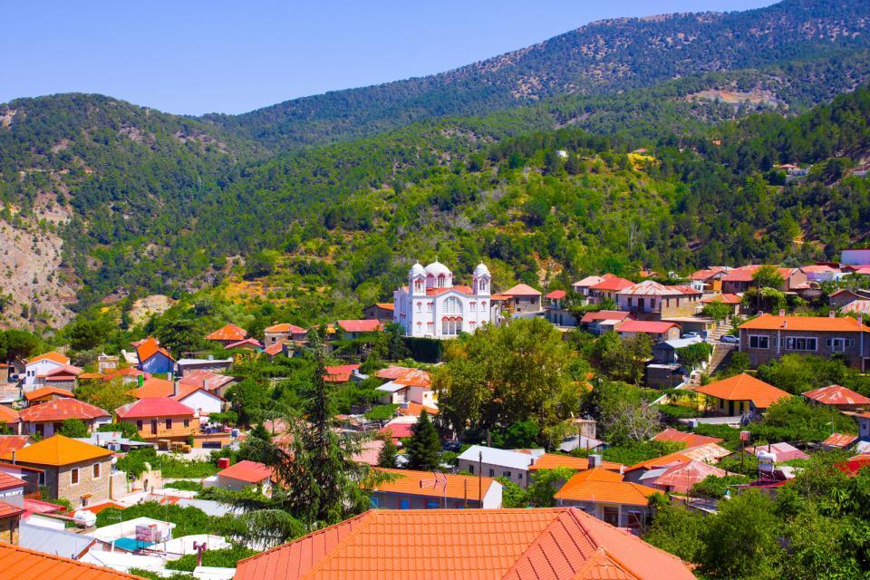 Europe, Chypre, Pedoulas, montagne, Troodos, village, toit, maison, église, Sainte Croix, arbre,