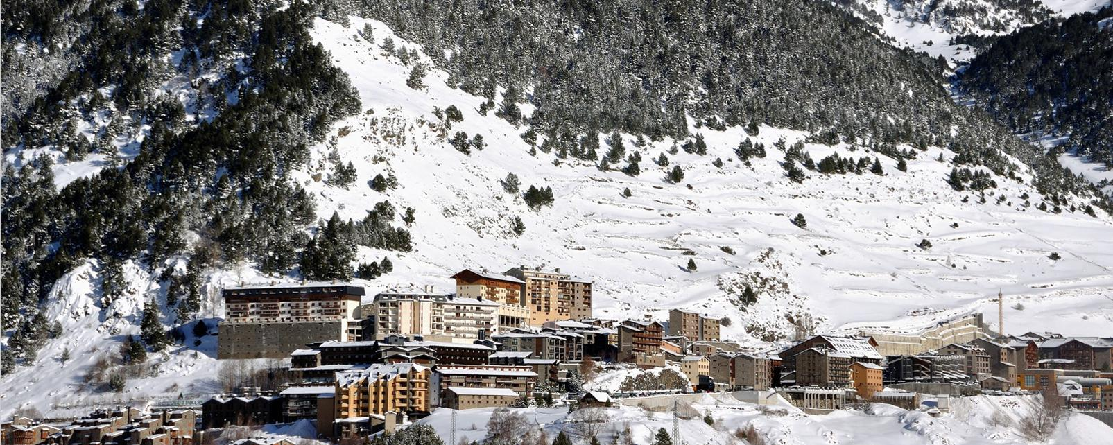 Europe, Andorre, Pyrénées, El Tarter, montagne, chalet, arbre, neige, ski,