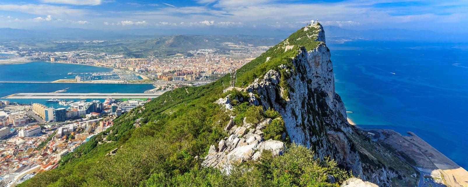Europe; Espagne; Royaume-Uni; Gibraltar; Rocher; ville; La Linea; mer; ciel;