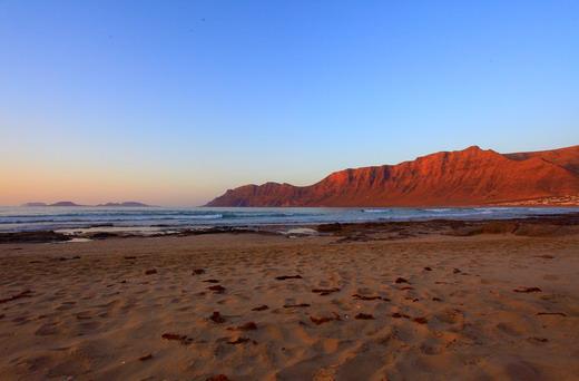 Playa Famara: el paraíso de los surfistas