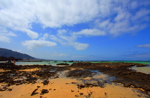 Las playas del pueblo de Orzola