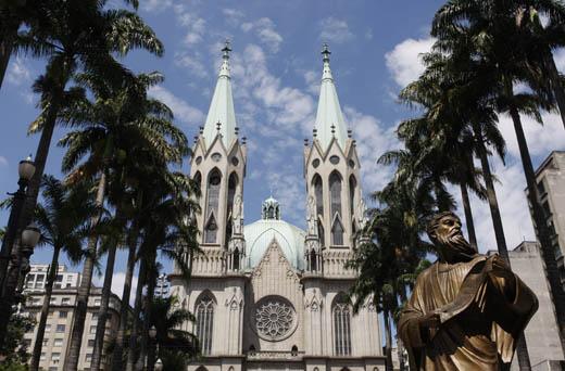 La place da Sé et la cathédrale métropolitaine: le centre névralgique de São Paulo