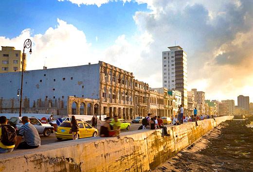 Le Malecon, le lieu de rendez-vous des cubains