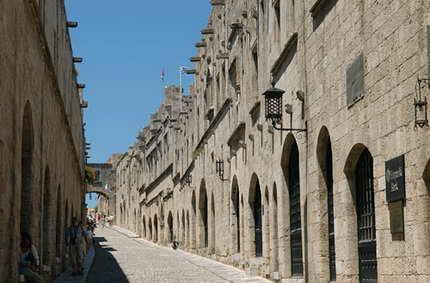 Lindos, la fortaleza dedicada a Atenea