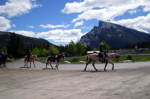 how to get get to lake louise from vancouver