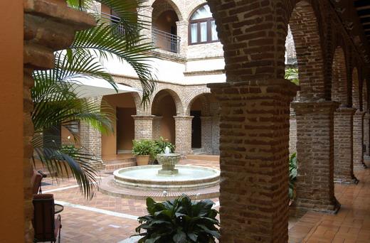Le sofitel nicolas de ovando splendeurs coloniales for Patios antiguos decoracion