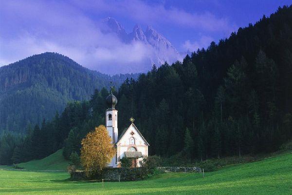 Der Konvent der Franziskaner birgt ein Kloster gleichen Namens, das im 14. Jahrhundert in gotischem Stil erbaut wurde.