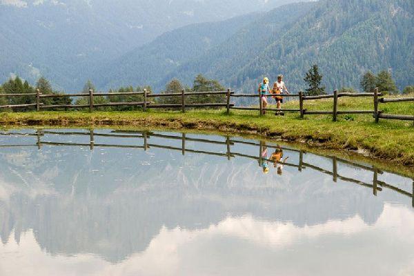 Das Gebiet rund um Bozen verfügt über schöne Naturlandschaften und eignet sich perfekt für Ausflüge und Spaziergänge.