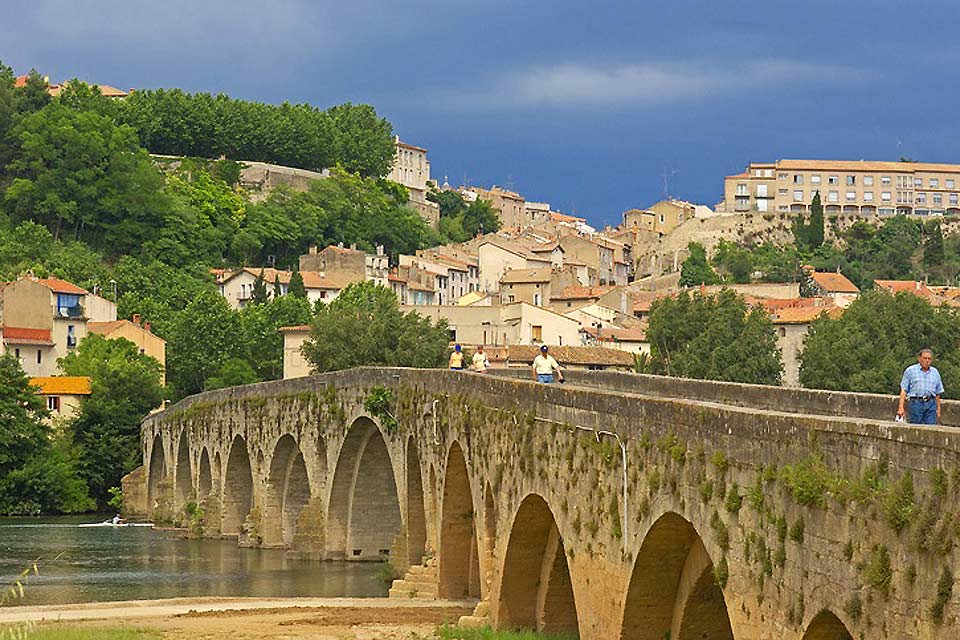 Ce pont, datant du XIIème, a longtemps été le seul et unique accès de la Provence à Toulouse.