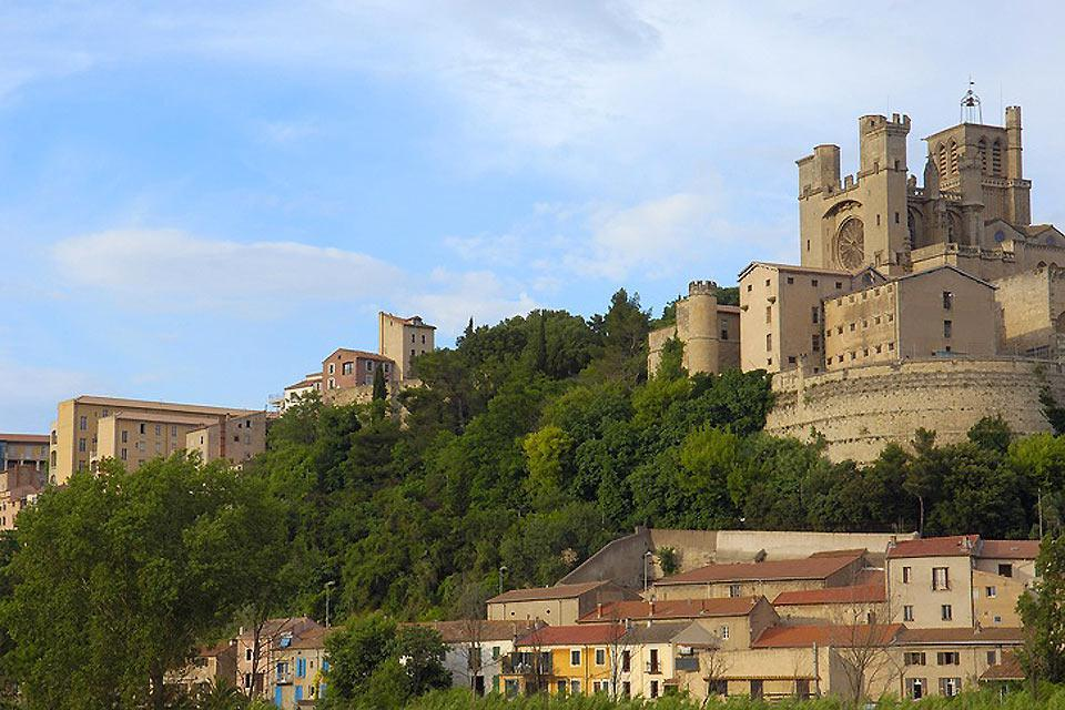 Béziers est une destination de rêve pour un week-end au soleil. L'occasion de goûter les spécialités biterroises et les vins de la région.
