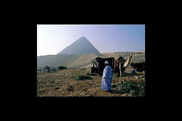 Las pirámides de Gizeh están a tres cuartos de hora por carretera de la capital de Egipto.