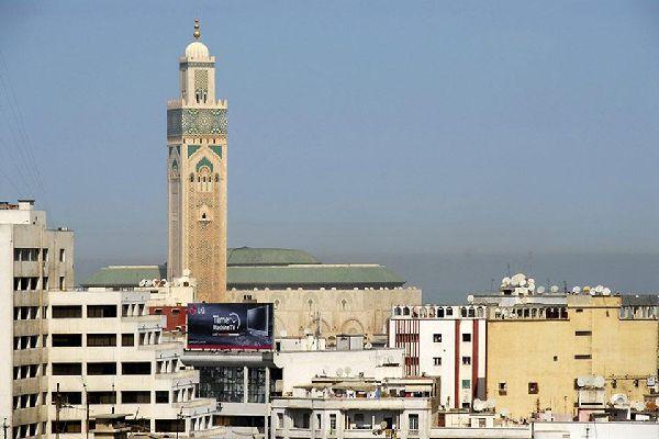 El imán invita a la plegaria con la llamada del muecín, que podemos escuchar gracias a la altura del minarete.