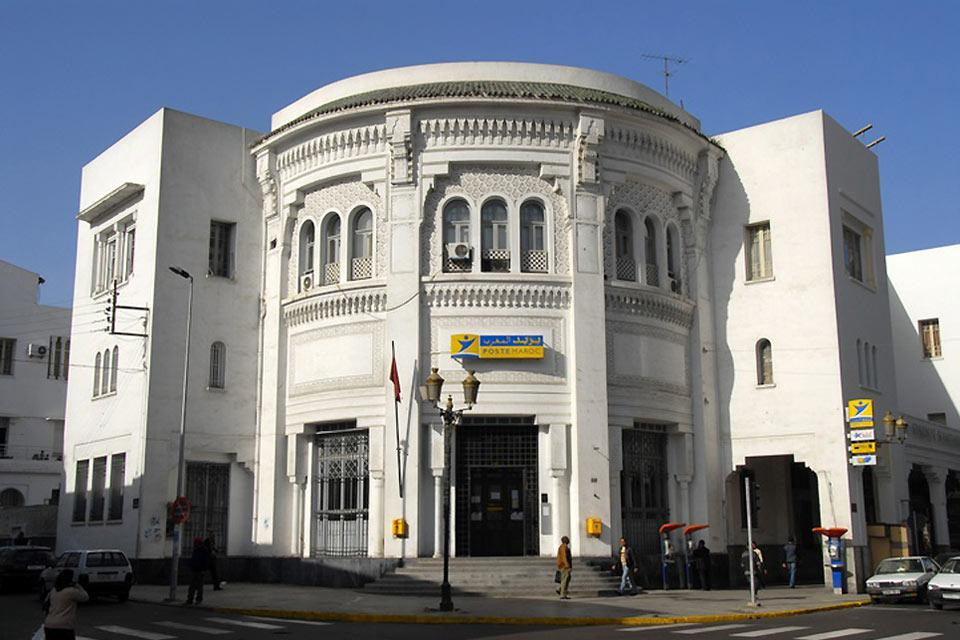 This building, inspired by the Algiers central post office, has housed Casablanca's central post office since 1918.