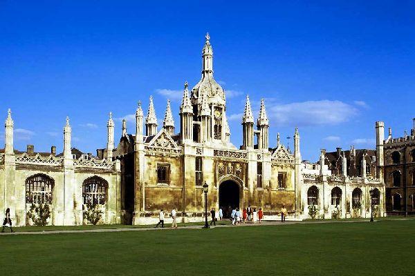 Cambridge ist eine alte Universitätsstadt, die trotz des starken Studentenandrangs ihr malerisches Ambiente und reiches Kulturerbe bewahren konnte. Cambridge birgt zahlreiche Kunstmuseen und -galerien, und sowohl in als auch außerhalb der Stadt gibt es die unterschiedlichsten Sehenswürdigkeiten zu entdecken. Der Cam River durchquert die Stadt und ist ein Zentrum für viele Aktivitäten. Machen Sie unbedingt ...