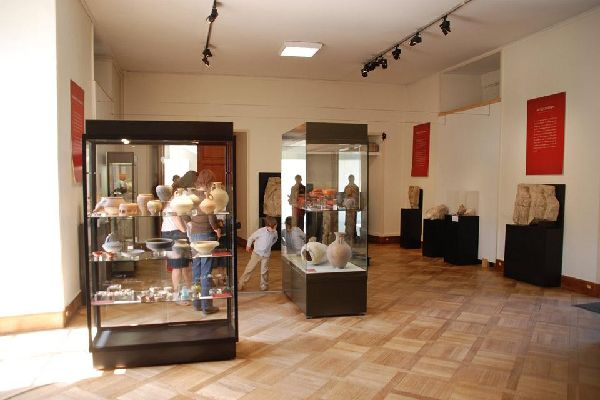 Ce musée est composé d'art, d'histoire et de traditions locales.