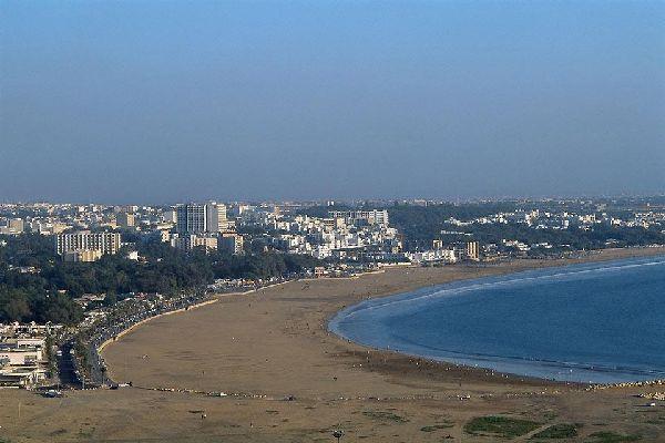 Un peu de bronzette sur la grande plage de sable d'Agadir? ou alors, un footing de bon matin !