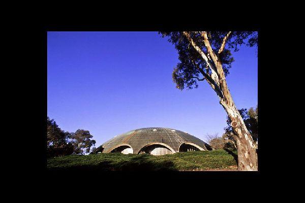 """En lengua aborigen, Canberra significa """"lugar de encuentro""""."""