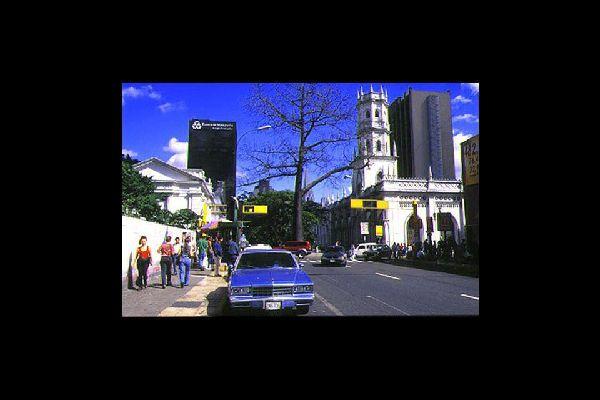 La capitale du Venezuela est réputée pour son ambiance du crépuscule au levant. Avis aux fêtards !