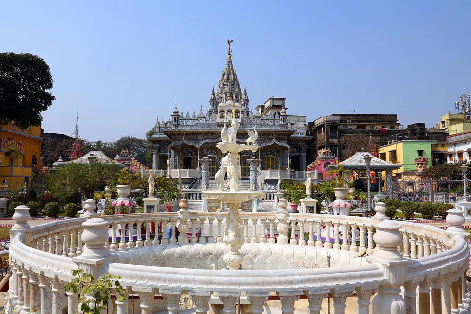 C'est la deuxième ville d'Inde (après Mumbai) par ses dimensions et sa population; pourtant, elle ne figure guère sur les itinéraires touristiques classiques.  La capitale du Bengale (connue comme la