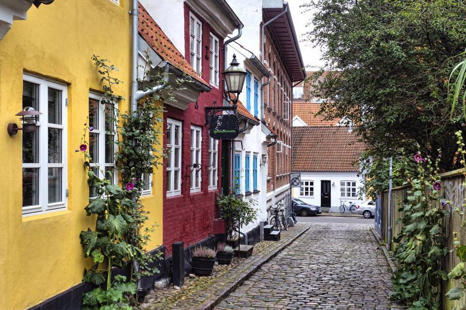 The windy city of Aalborg is an industrial city, with a tobacco factory, flour mills and shipyards. It has nonetheless renewed its old Baroque and Renaissance area, surrounding the imposing Budolfi Church and the Museum of Fine Arts and its 344 ft high tower....