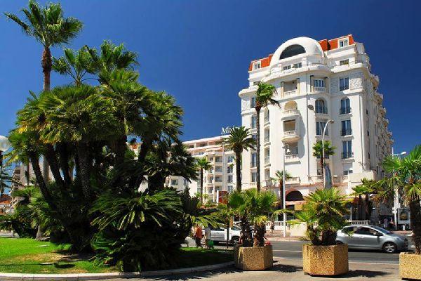 Cannes, famosa por su prestigio y su riqueza, es una ciudad menos superficial de lo que parece a primera vista.