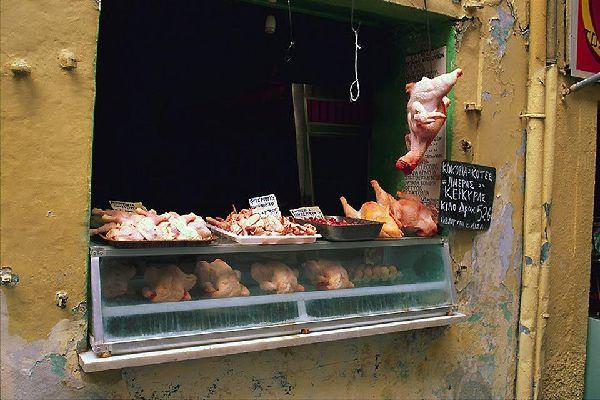 De nombreux plats corfiotes sont réalisés à base de viande.