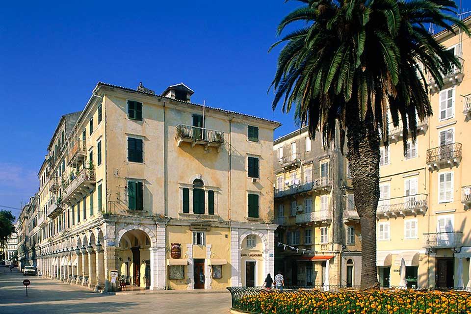La città vecchia di Corfù è composta solamente da qualche strada pedonale.