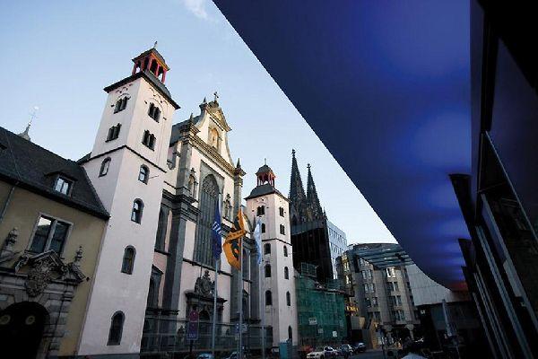 Viste le dimensioni, la cattedrale di Colonia è visibile da numerosi angoli della città.