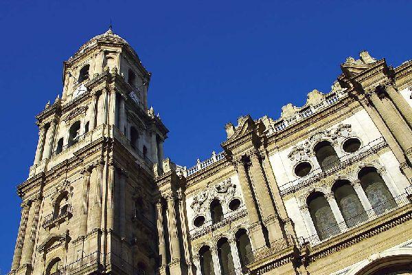 Situata al centro della città, è una delle più belle chiese andaluse rinascimentali.