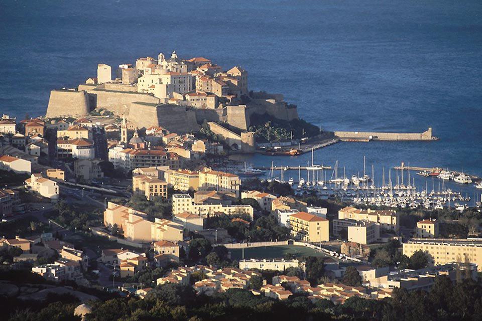 Calvi et l'île rousse sont les stations phares du nord-ouest de la Corse.