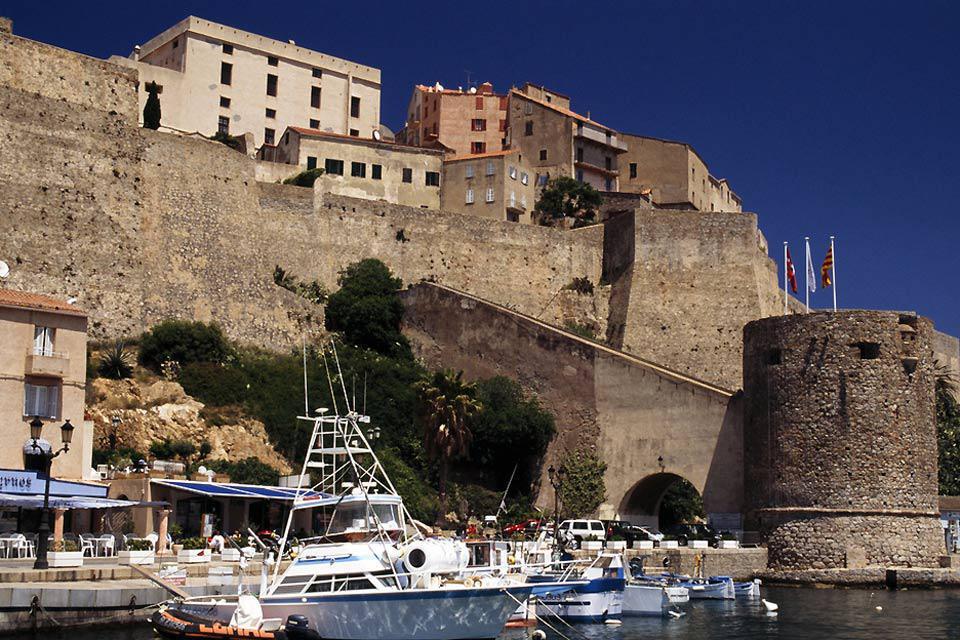 Cette citadelle, érigée au XVème siècle, est le symbole de l'occupation génoise pendant 6 siècles.