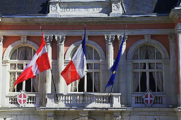 Chambéry ist eine kunstgeschichtlich bedeutende Stadt und besitzt ein wunderschönes historisches Stadtzentrum. Außerdem liegt gleich in der Nähe eines der größten Skigebiete Europas.