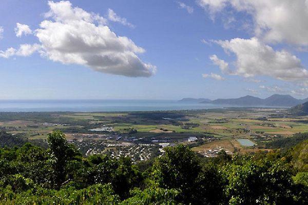 Cairns porte le nom de son fondateur, le gouverneur du Queensland William Wellington Cairns.