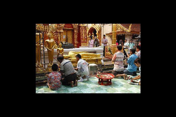 Il Wat Phrathat Doi Suthep è fra i più importanti templi lanna del nord della Thailandia e importante luogo di pellegrinaggio dei buddisti.