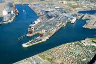 El puerto de Calais embarca a muchos pasajeros y mercancías hacia Inglaterra. De hecho, es el primer puerto de viajeros de Francia.
