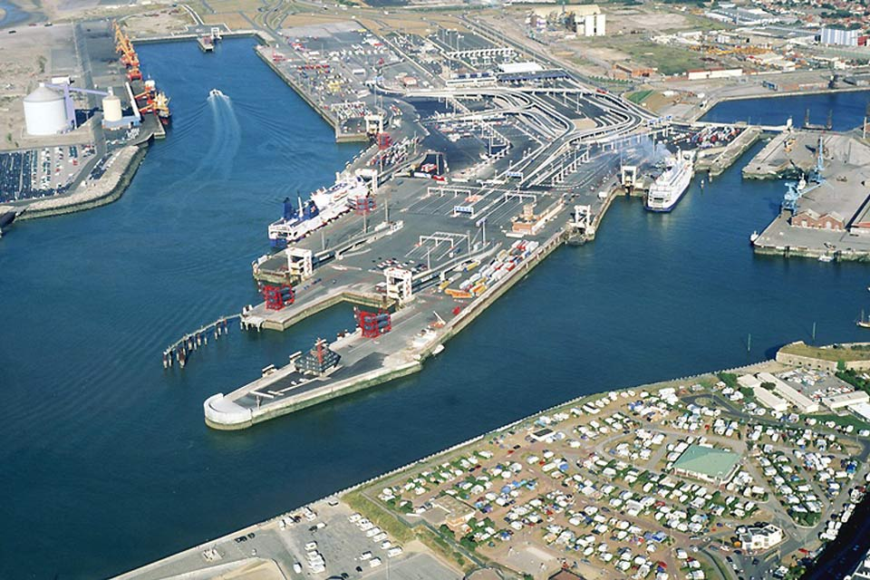 The port of Calais is the departure point for many passengers and merchandise headed to England. Indeed, it is the largest passenger port in France.