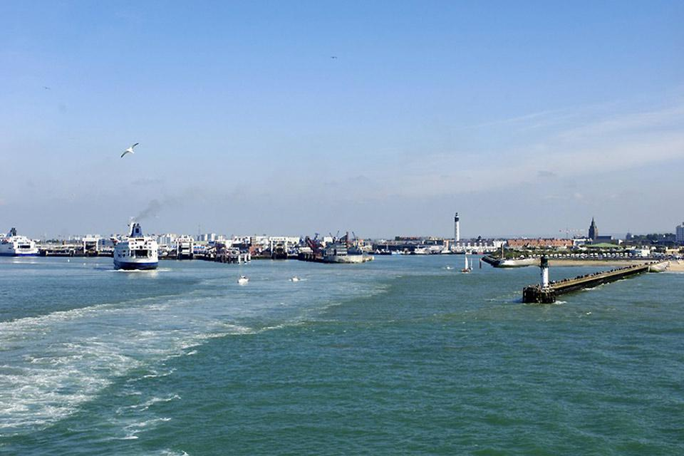 The port is a major spot in the city and has developed over the years thanks to its proximity to England.